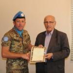 Mr. Mohamed ZABAD consegna la cittadinanza al colonnello CARRINO_Savoia