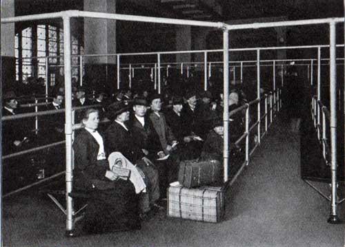 Immigrant Celebre Ellis Island
