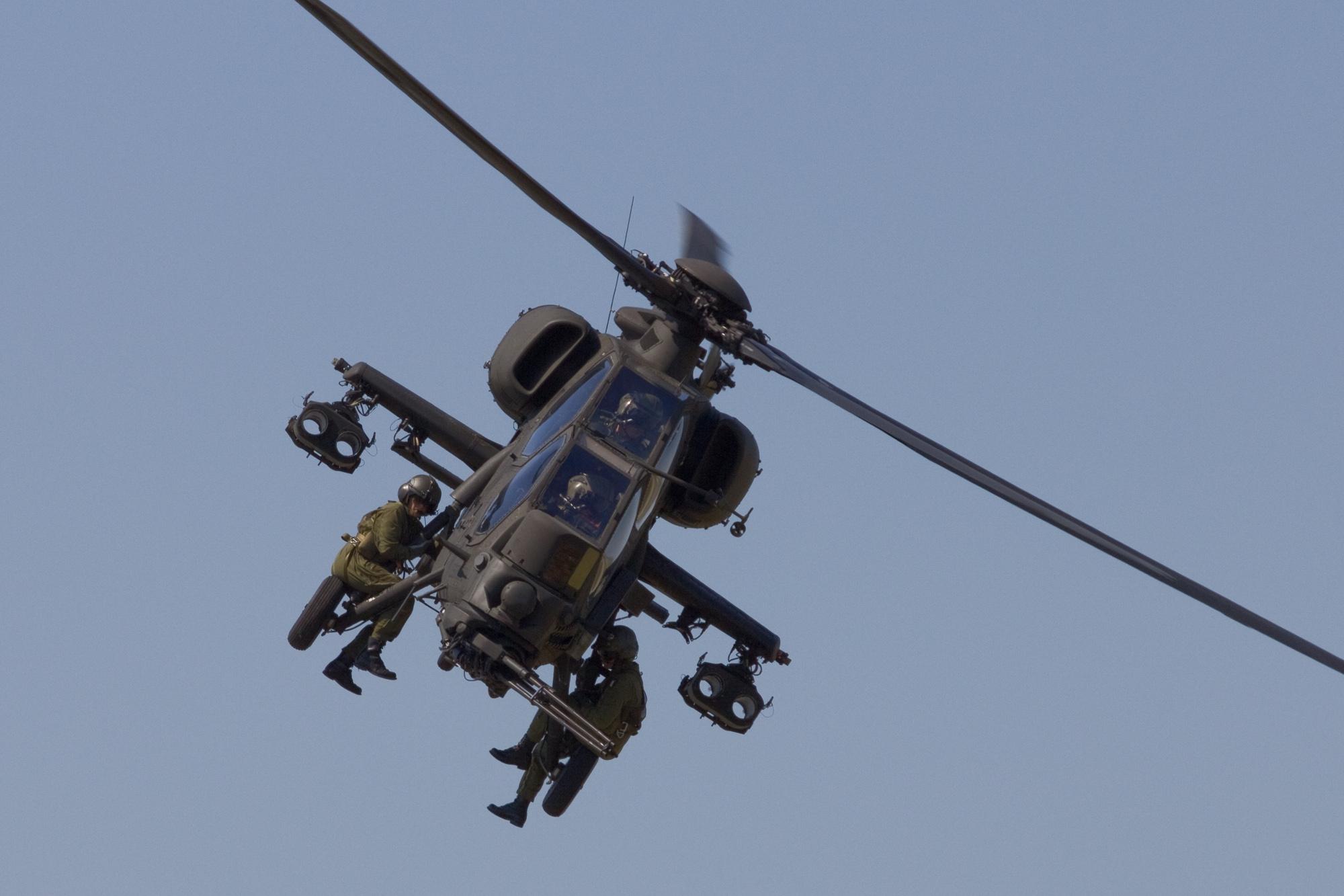 Costo Elicottero 8 Posti : A mangusta paola casoli