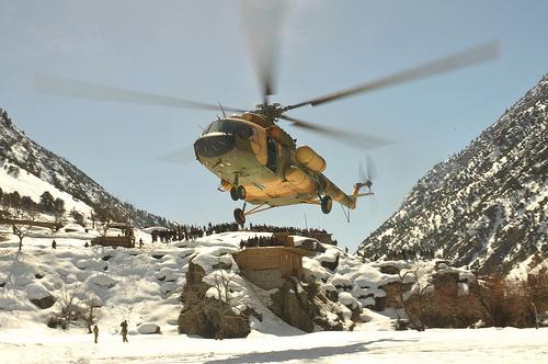 Rússia entrega a Afeganistão seis helicópteros de transporte militar