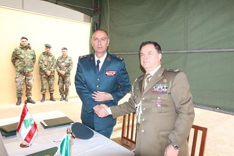 20150211_Italia dona ricambi per elicotteri e autocarri alle LAF_brigata Pinerolo_SW UNIFIL (13)