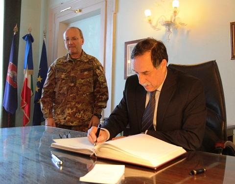 20150216_COMFOTER gen Alberto Primicerj riceve la visita del sottosegr Difesa Domenico Rossi (5)