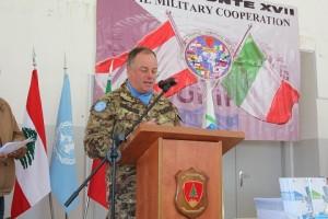 20150318_UNIFIL SW_donazione materiale scoalstico_gen Stefano Del Col_b Pinerolo (2)