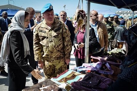20150324_Shama_SW UNIFIL_contingente italiano mostra organizzazioni femminili_gen Stefano Del Col (2)