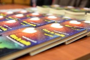 Libro Oltre le stelle