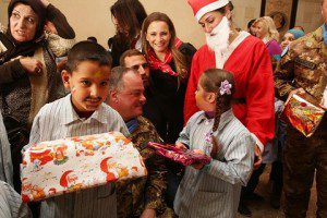 UNIFIL SW_Libano_gen Stefano Del Col donazione a Natale per bambini diversamente  abili