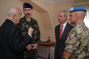 20150408_UNIFIL_il Gen. Portolano, il Re di Spagna, il Ministro della Difesa libanese Moqbel e il Ministro della Difesa spagnolo Pedro Morenes