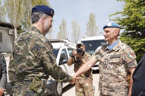 rey_viaje_libano_20150408_il re Filippo VI e il gen Portolano UNIFIL_Ph Casa Real