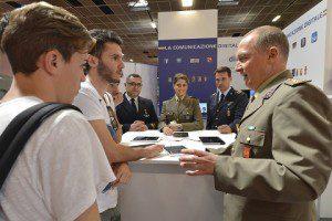 Salone Libro Torino_stand Difesa_Visitatori allo Stand 03