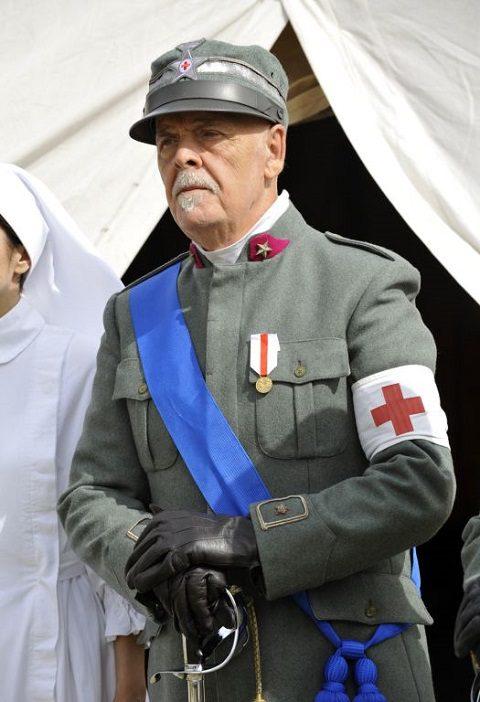 Ufficiale medico in uniforme della 1^ Guerra Mondiale