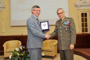 20150608_Scuola Applicazione_Esercito Italiano_prof Alessandro Barbero_gen Claudio Berto_Consegna Crest