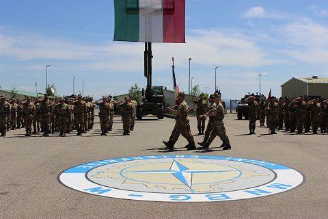 20150609_KFOR_MNBG-W_la bandiera di guerra del 5° Rgt Alpini entra nello  schieramento
