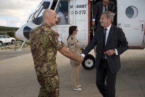 20150624_UNIFIL_Il Generale Portolano riceve il Commissario Europeo Hahn