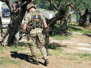 Esercito Italiano_Artificieri impeganti nella fase di ricerca di un ordigno (2)