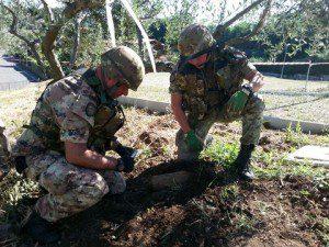 Esercito Italiano_Artificieri impeganti nella fase di rimozione di un ordigno (1)