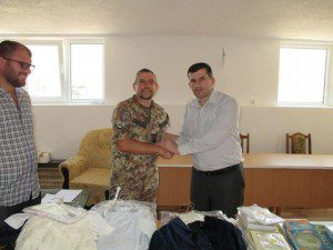 La cooperazione civile - militare dona materiale alla  comunità islamica in Kosovo