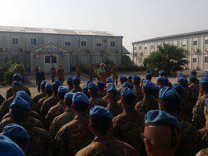 20150803_Il Ministro della Difesa saluta i  militari del contingente italiano a Shama
