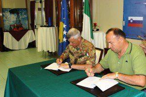 20150810_MNBG-W_col Forte firma accordo cofinanziamento sindaco Klina_Kosovo