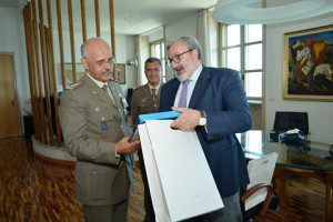 20150826_gen De Leverano_un momento dell'incontro con il Governatore della Puglia