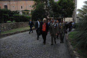 ARRIVO MINISTRO PINOTTI CON GEN. ERRICO