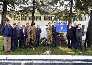 20151008_NRDC-ITA_In posa vicino la monumento ai caduti (2)