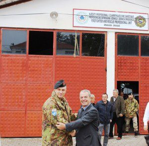 20151023_KFOR_MNBG-W_Il Col Forte con il rappresentante della municipalità di Dragas