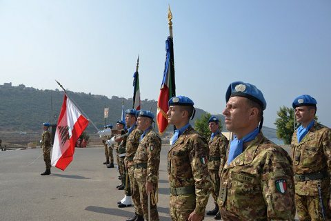 gli stendardi di Nizza (1°) e Genova (4°)
