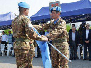 la consegna della bandiera ONU