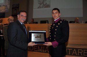 20151127_inaugurazione AA 2015-16_on Domenico Rossi premia un allievo