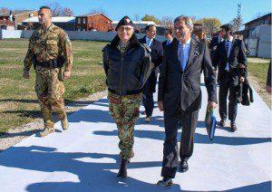 20151107_COMKFOR gen Mighlietta e commissario EU Hahn_Perna