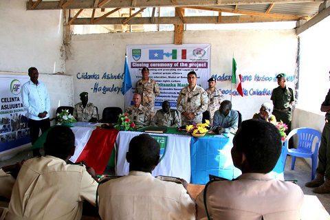 20151218_EUTM Somalia_CIMIC Esercito Italiano_Mogadiscio_un momento della cerimonia (2)