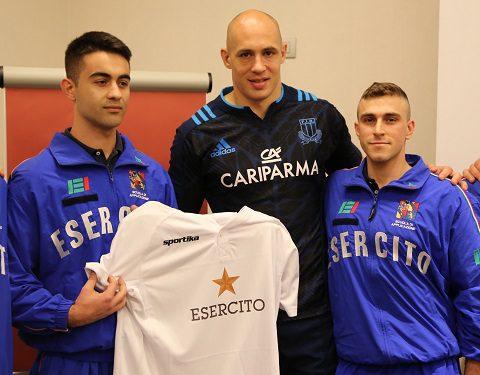 Sergio Parisse con la maglia dell'Esercito