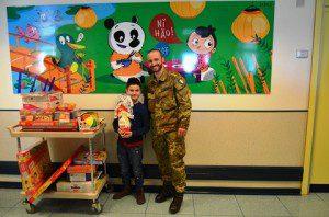 20160318_Scuola di Fanteria_Policlinico Gemelli_Il piccolo Mirko con lo Zio