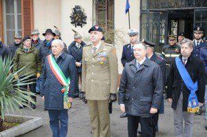 Alzabandiera solenne il sindaco di Gorizia il generale comandante e il vice prefetto vicario