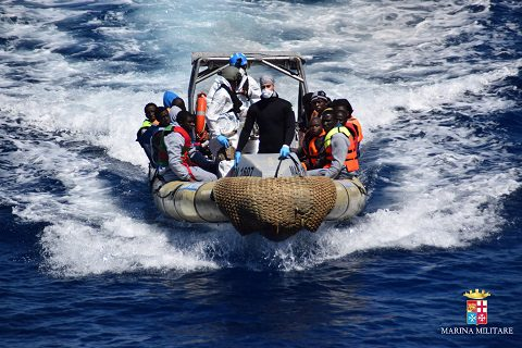 20160411_Marina Militare_Mare Sicuro_migranti (5)