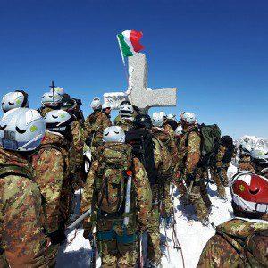 Brigata Julia-Esercito Italiano_ alpini in vetta