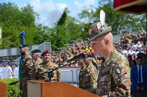 Il Comandante per la Formazione Specializzazione e Dottrina dell'Esercito Gen. C.A. Battisti