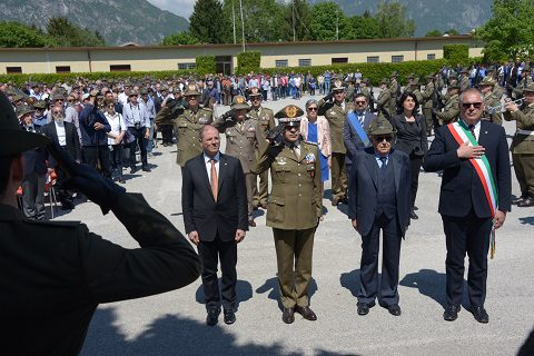 Suona il silenzio per onorare i militari deceduti nel terremoto del Friuli