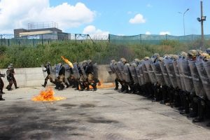 20160617_MNBG-W KFOR_Fire Phobia schieramento Compagnia e superamento ostacolo di fuoco