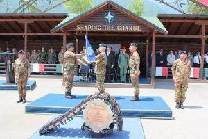 un momento del passaggio di responsabilità tra il Col. Sarcià e il Col. Giagheddu2