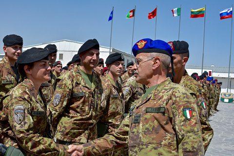 20160702_TAAC W RS_Visita CaSME gen Errico_saluto ai militari_Herat