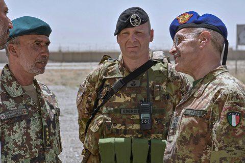 20160702_TAAC W RS_visita CaSME gen Errico_incontro con i militari afgani
