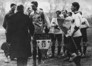 Fossati e Mertz con le rispettive nazionali di calcio prima dell'amichevole Italia Austria