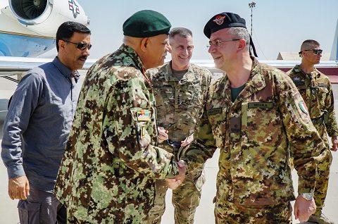 Il Ministro della Difesa afghano con il Gen Mirra