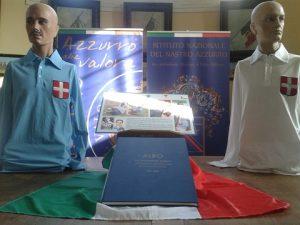 Manichini di Fossati e Mertz in ricordo dell'amichevole Italia Austria