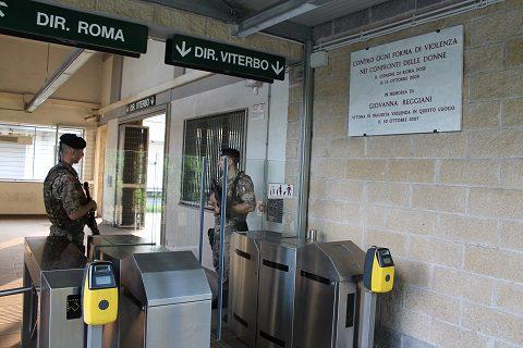 Pattuglia di militari presso Stazione di Tor di Quinto - Roma