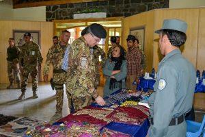il Gen. Mirra visita la mostra