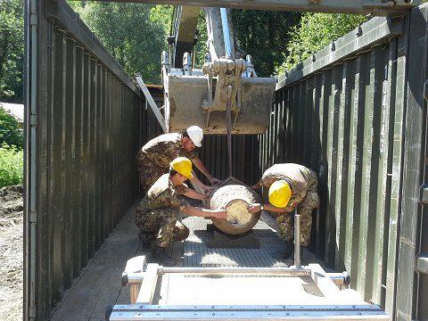 sitemazione bomba nel container per taglio