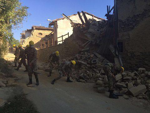 Emergenza sisma: prosegue l'attività del Genio nel ripristino della viabilità per i soccorsi