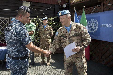 Il comandante del Sector West consegna gli attestati di partecipazione